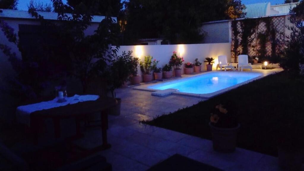 The swimming pool at or close to L'Hibiscus Chambre d'Hôte