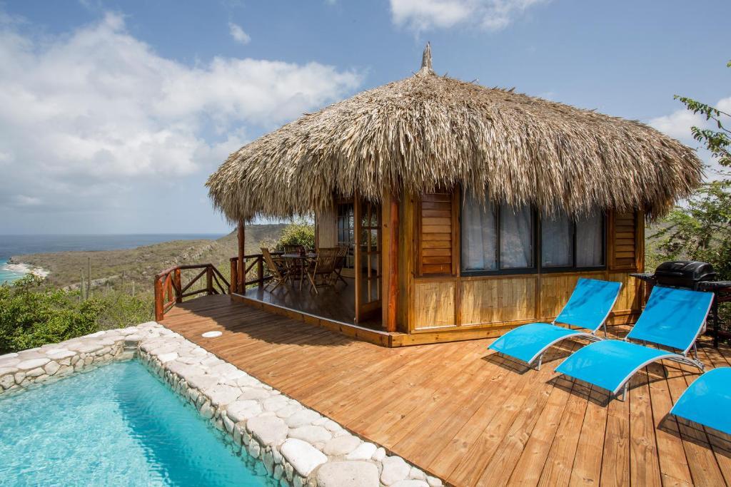 A piscina localizada em Palapa lodge Cas Abou ou nos arredores