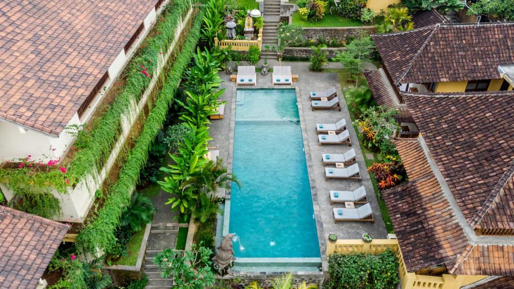 A view of the pool at Jati Cottage or nearby