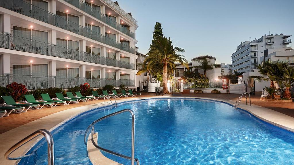 The swimming pool at or close to Villa Flamenca