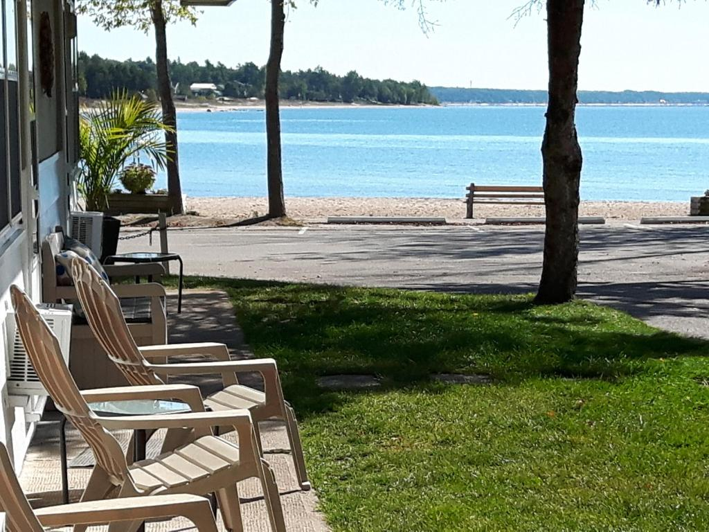 Balm Beach Resort and Motel