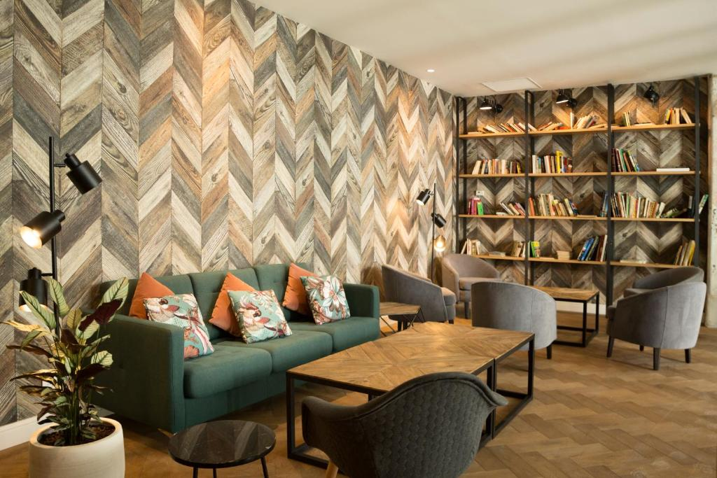 A seating area at ICON BCN by Petit Palace