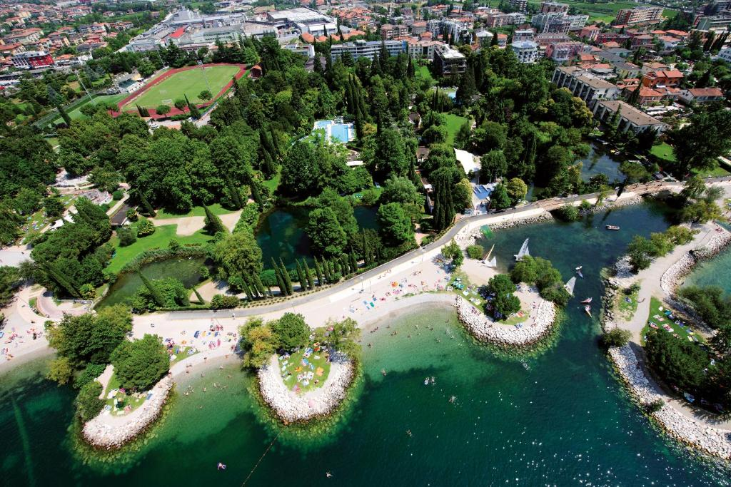 A bird's-eye view of Du Lac Et Du Parc Grand Resort