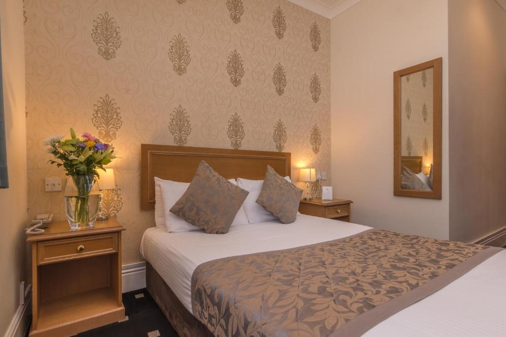 A bed or beds in a room at Sure Hotel by Best Western Birmingham South