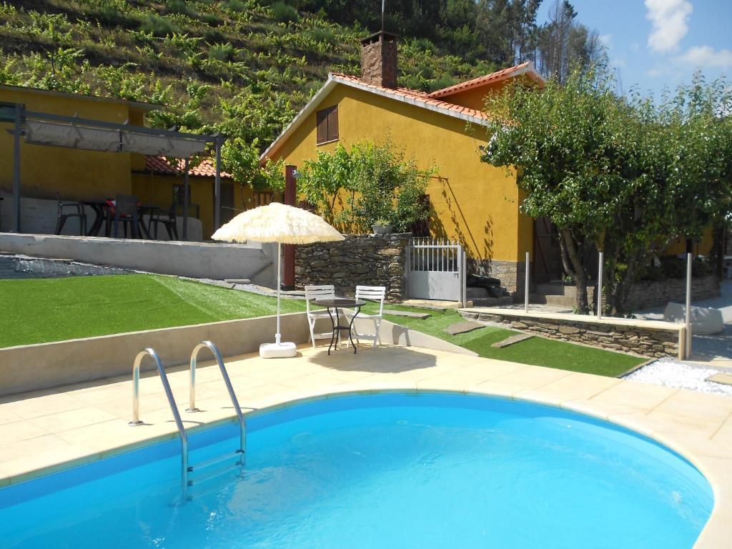 The swimming pool at or near King's House Douro Valley