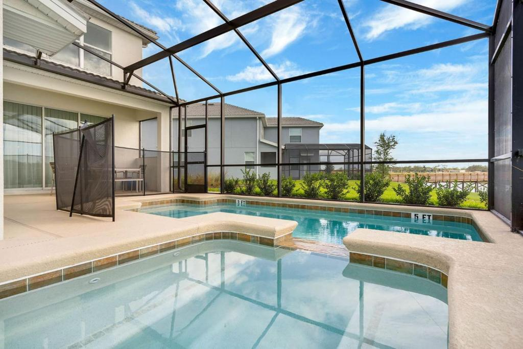 The swimming pool at or close to Five Bedrooms Single Family 4759