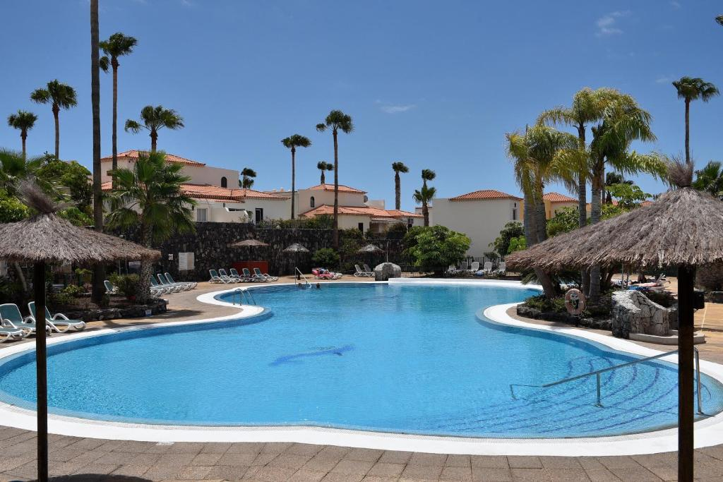 The swimming pool at or close to Las Adelfas 2