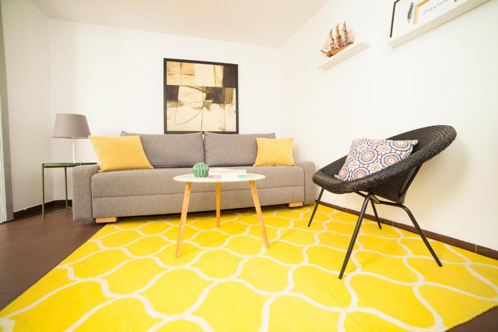 Гостиная зона в Smart Rooms Bucharest