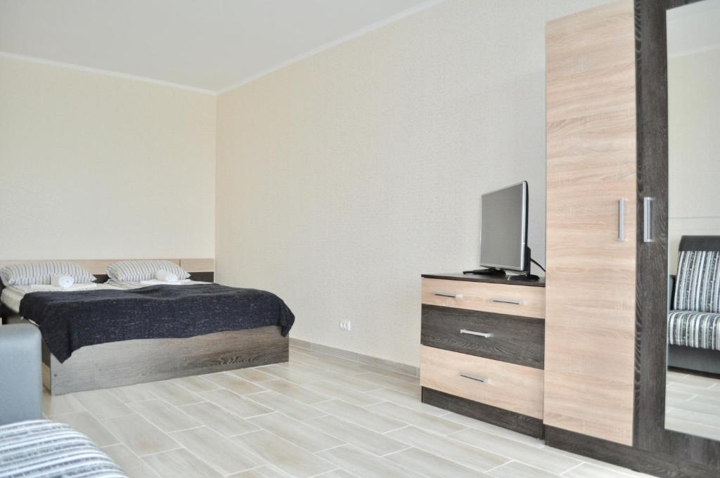 A bed or beds in a room at DailyRent Moskovsky