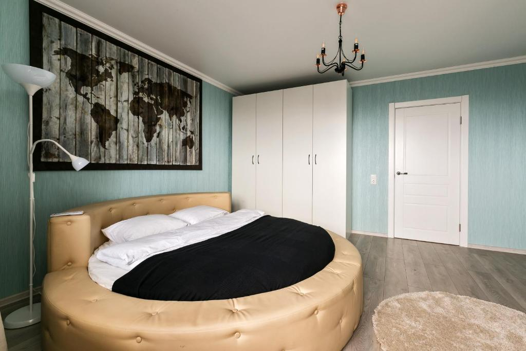 A bed or beds in a room at MaxRealty24 Morton