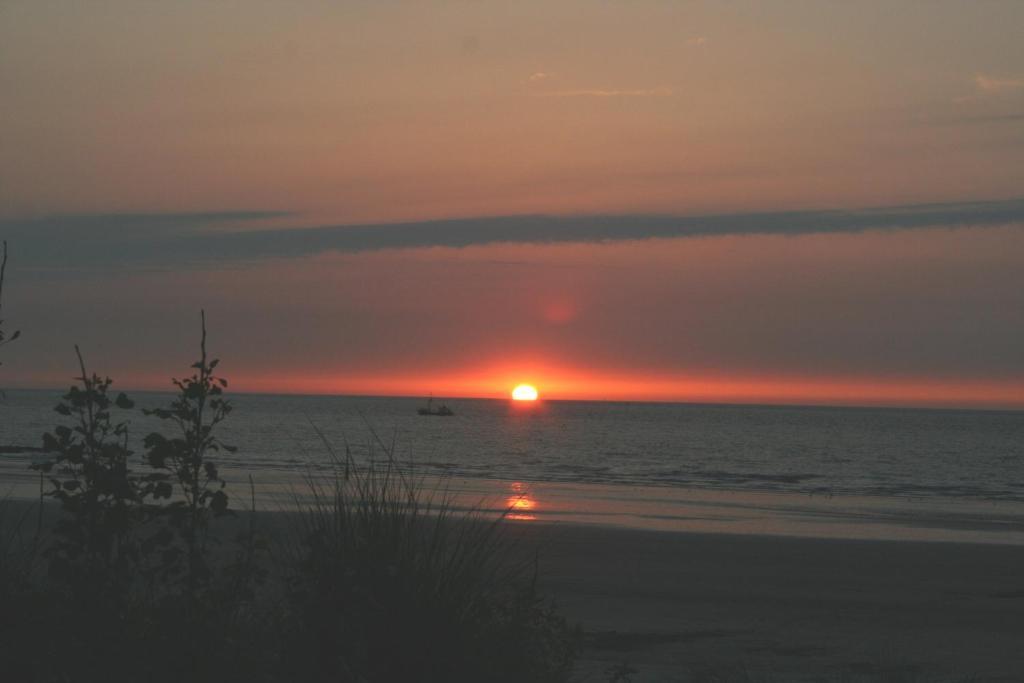 De zonsopgang of zonsondergang vanuit het hotel