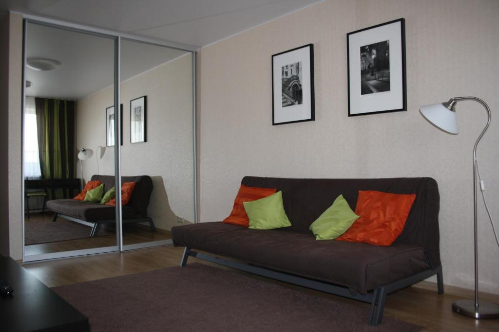 A seating area at Apartment on Gogolya 11