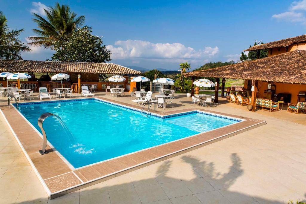 The swimming pool at or near Fazenda Colibri