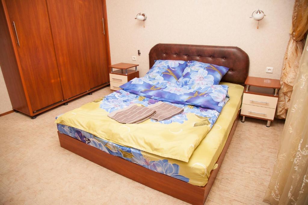 Кровать или кровати в номере 2 Rooms Apartment 80 Nezalezhnoi Ukrainy Str. Luxury class. Centre