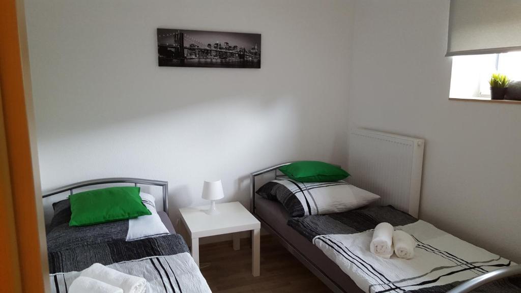 A bed or beds in a room at Niederdreisbacher Hütte - moderne Doppelzimmer - EINZELBETTEN -