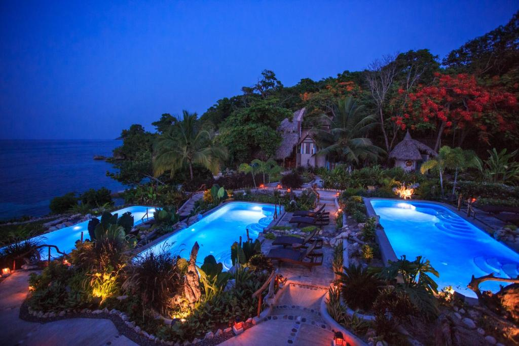A view of the pool at Hermosa Cove Villa Resort & Suites or nearby