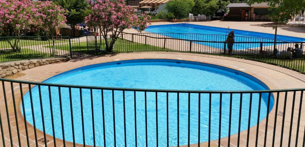 Vista de la piscina de Apartamentos Fuente La Raja o alrededores