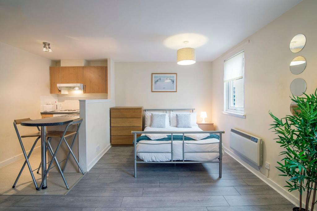 College Apartments - Laterooms