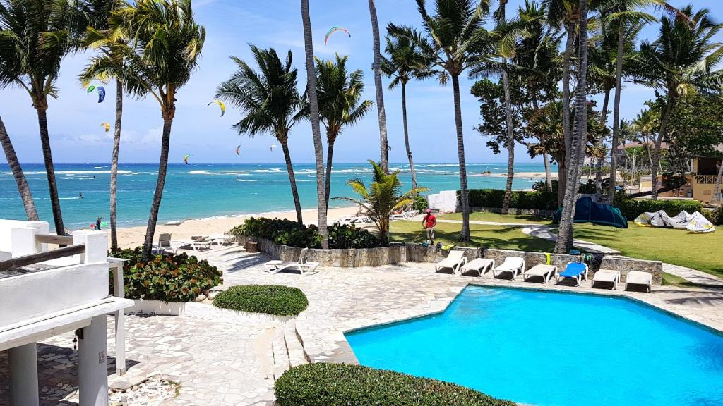 A view of the pool at Swiss Kite Beach Condos or nearby