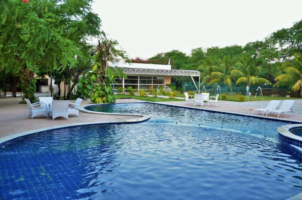 A piscina localizada em Hotel VillaOeste ou nos arredores