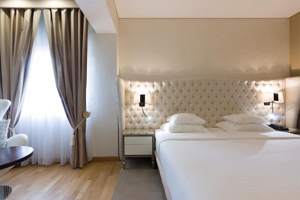 Uma cama ou camas num quarto em Hotel Meira