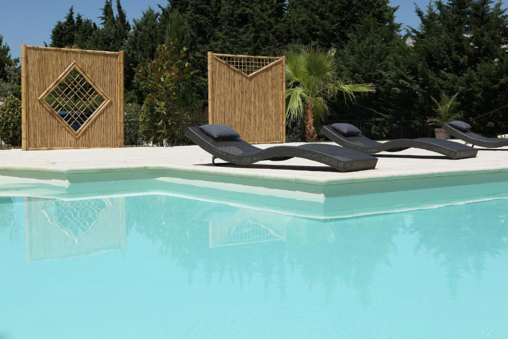 The swimming pool at or close to Brit Hotel Avignon Sud Le Calendal