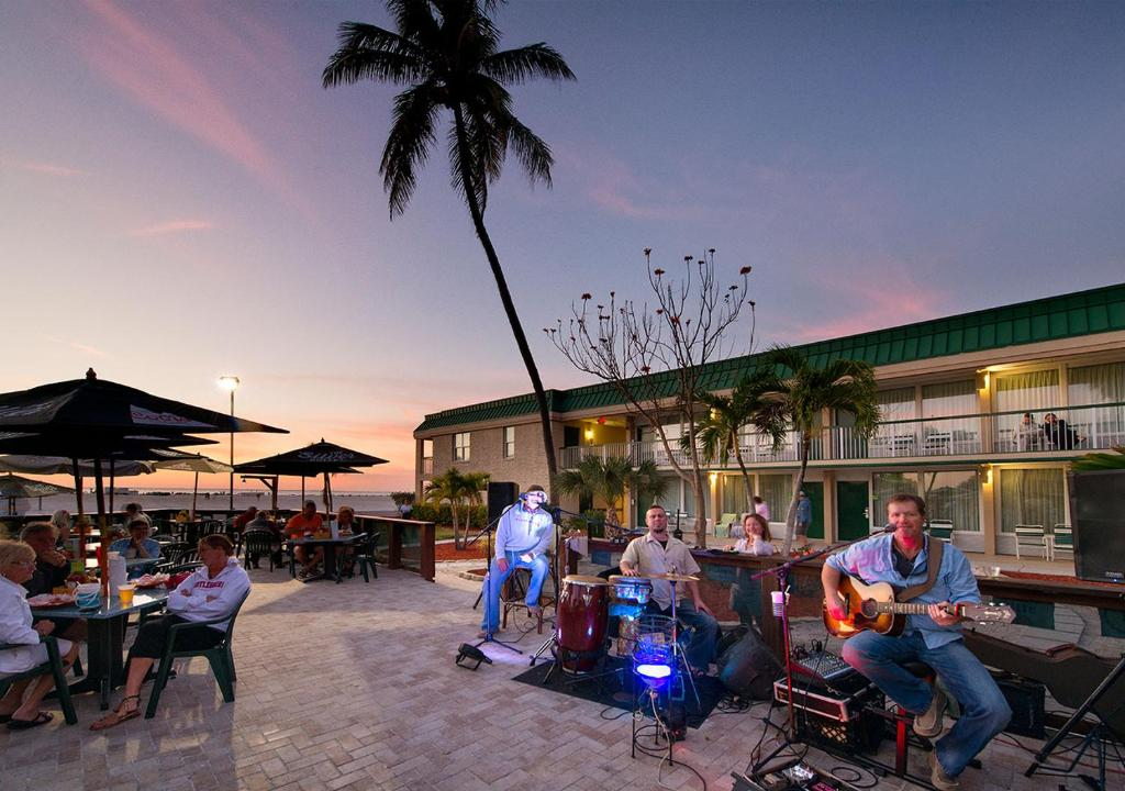 Hotel HI Fort Myers Beach, FL - Booking.com