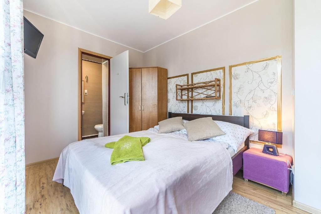 Łóżko lub łóżka w pokoju w obiekcie Pokoje Gościnne Krewetka