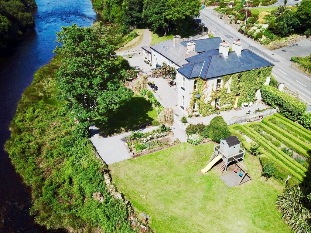 A bird's-eye view of Riverside House