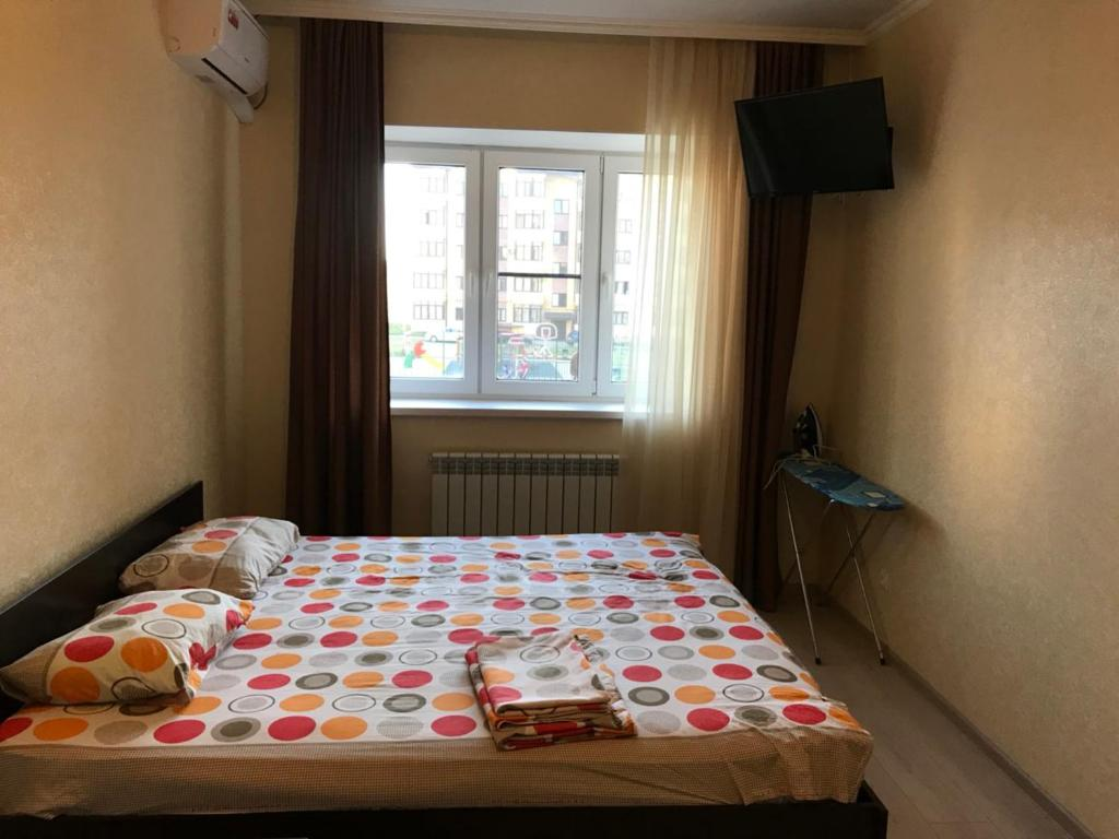 A bed or beds in a room at 1 комнатная квартира