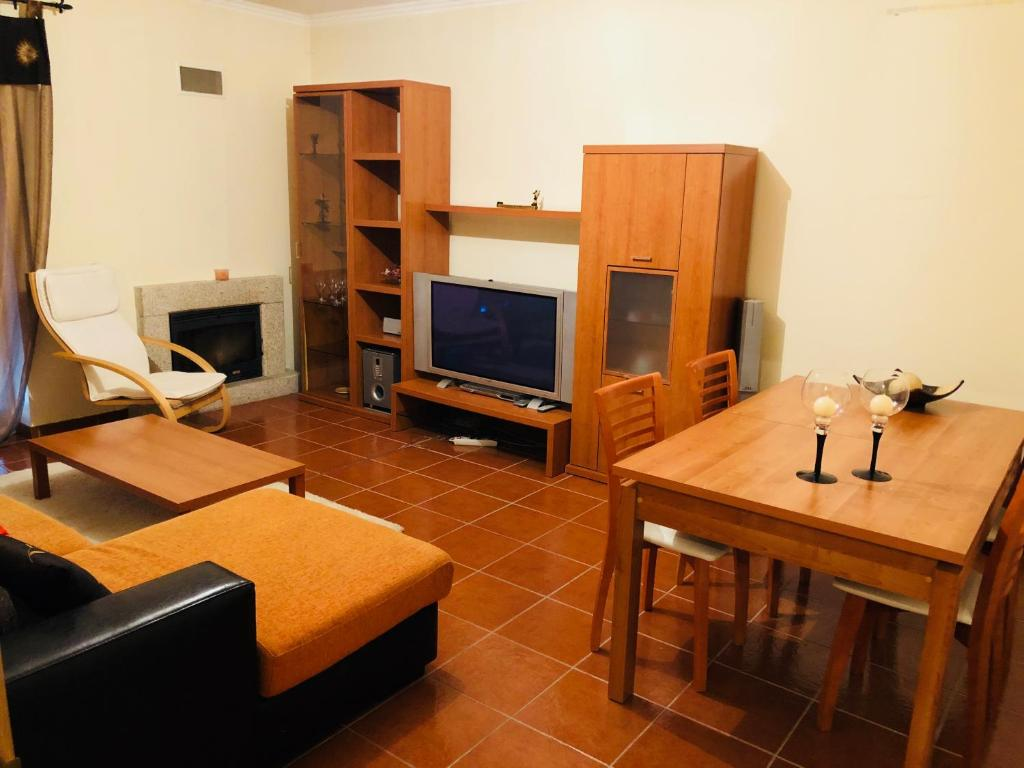 A television and/or entertainment center at Urbanização vila Rosa