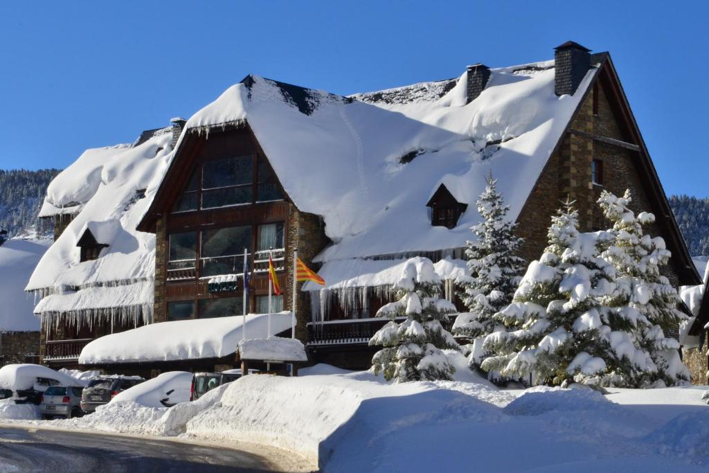 Hotel Chalet Bassibe by Silken during the winter