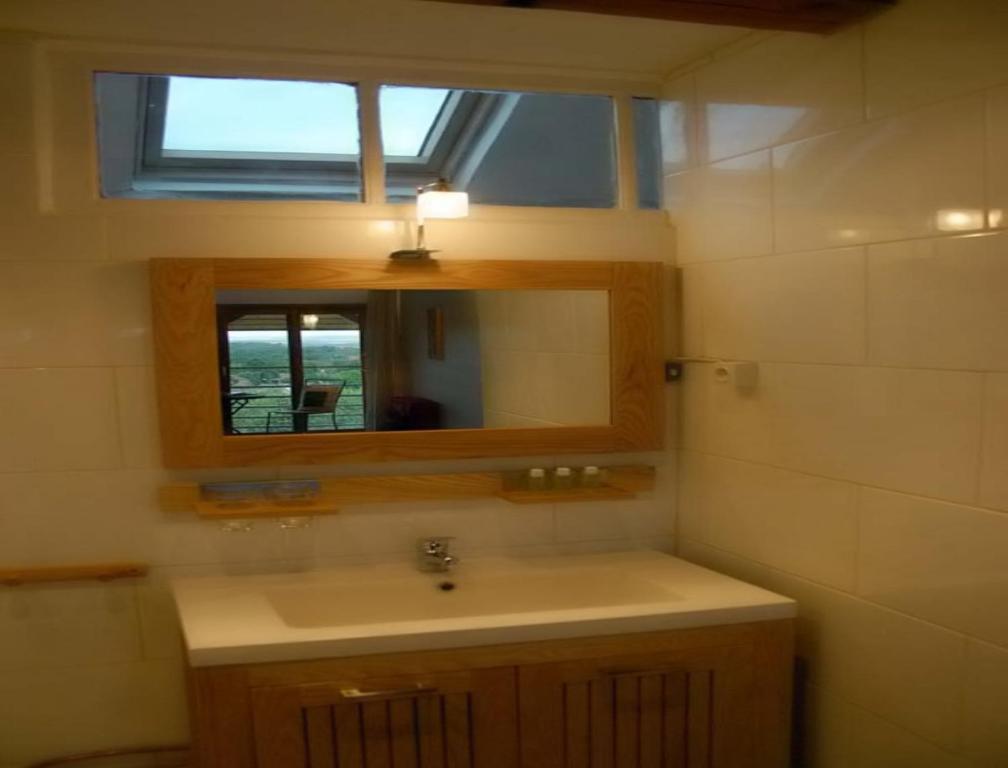 A bathroom at La Grange aux Loirs B&B