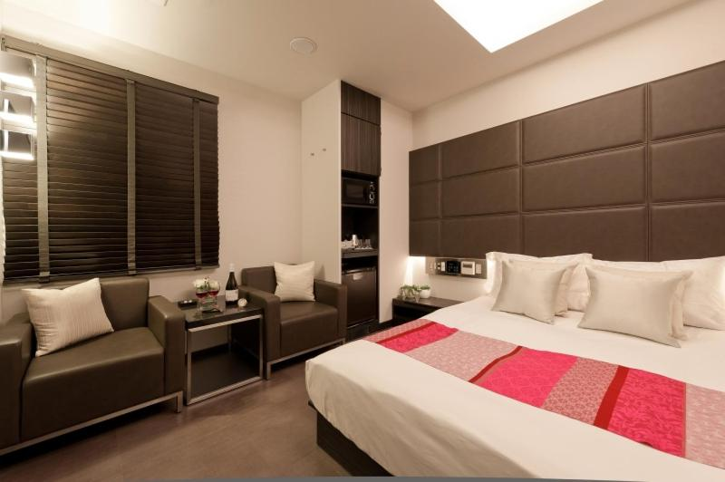 A bed or beds in a room at HOTEL ROY(Adult Only)