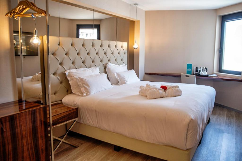 A bed or beds in a room at ABC Hotel Porto - Boavista
