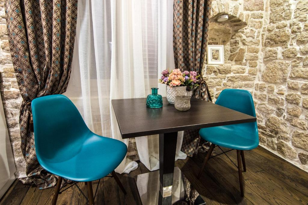 A seating area at Apartments Sv. Frane
