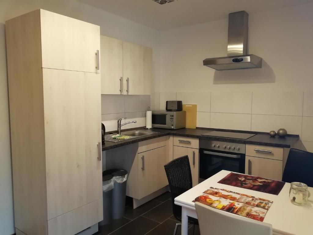 A kitchen or kitchenette at Apartment am Park - Erica