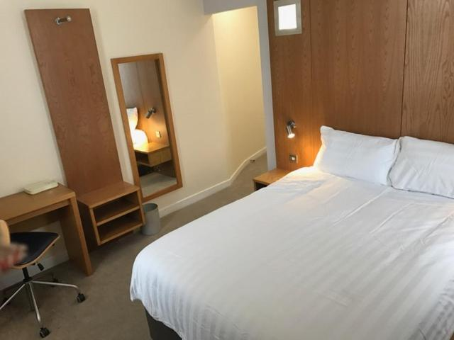 A bed or beds in a room at Corona Hotel Rotherham Sheffield Meadowhall