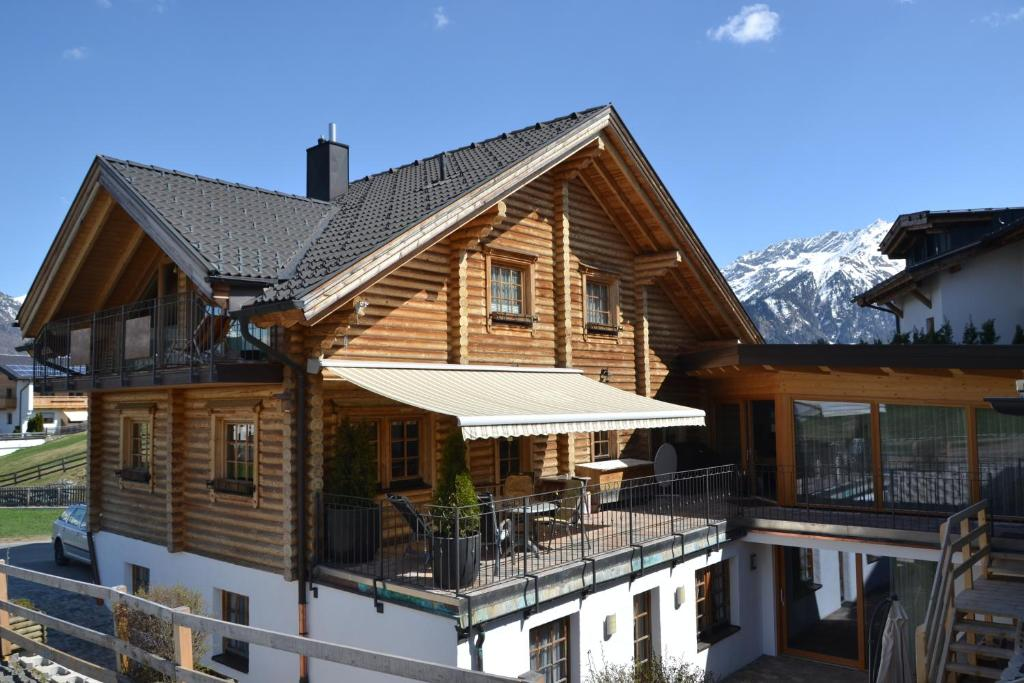 Haus Steinacker im Winter