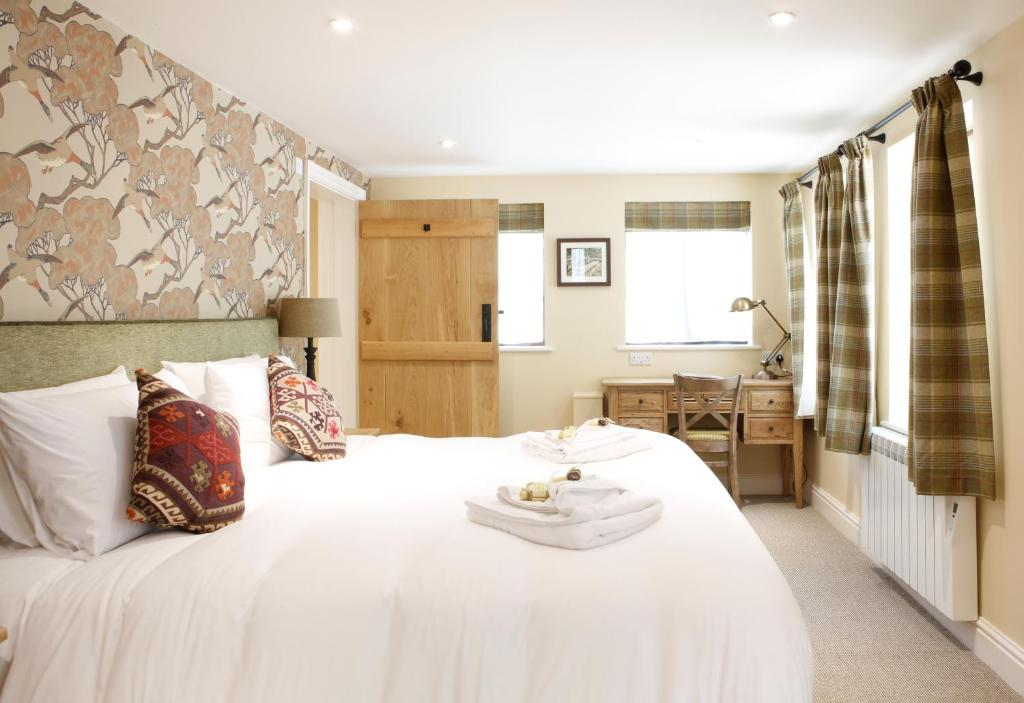 A bed or beds in a room at Bartons Mill Pub and Dining