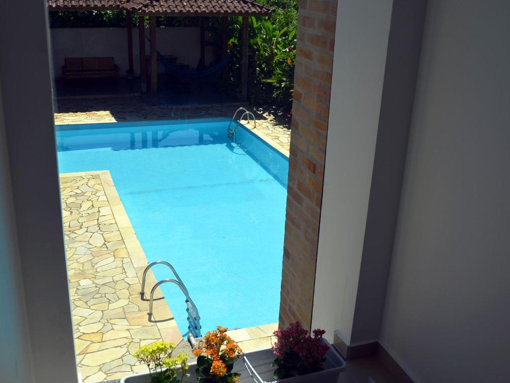 A view of the pool at Pousada Omnimare or nearby