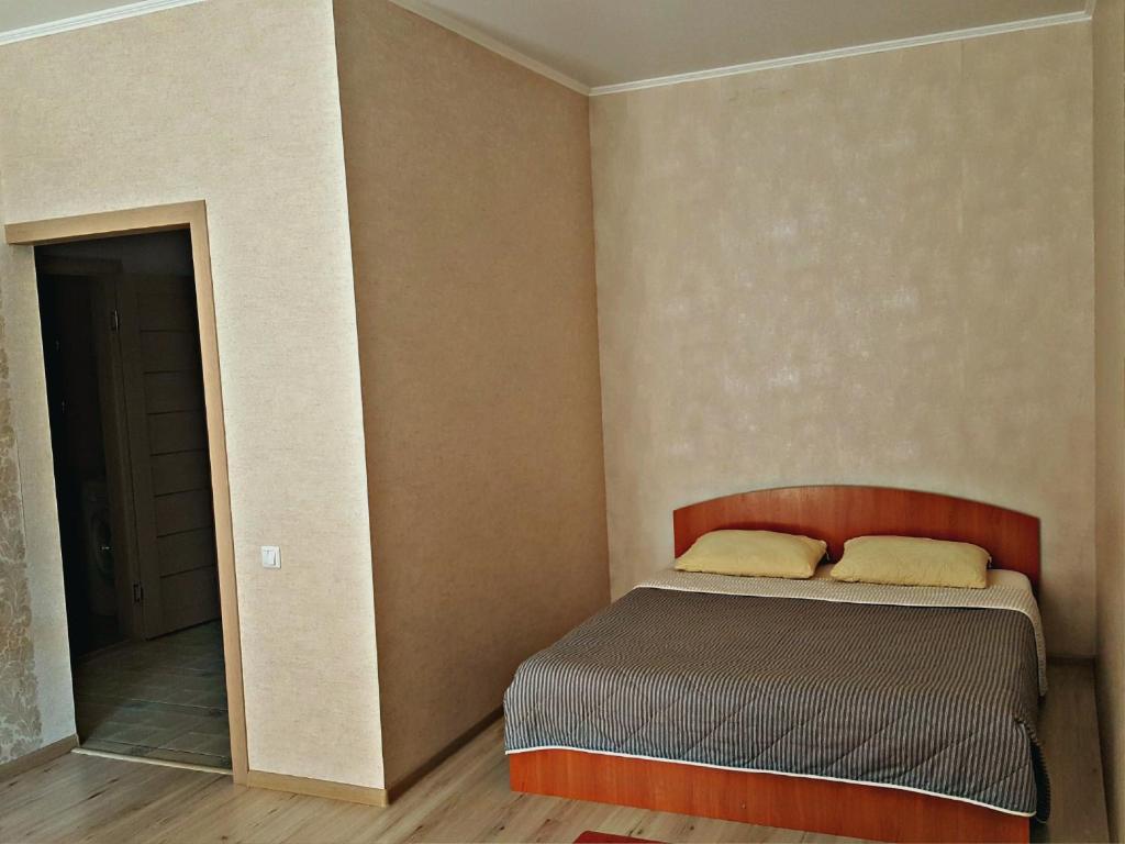"A bed or beds in a room at ""Comfort Russia"" на Партизанской"
