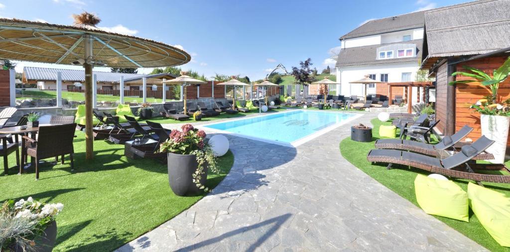 The swimming pool at or near Vakantiehotel Der Brabander