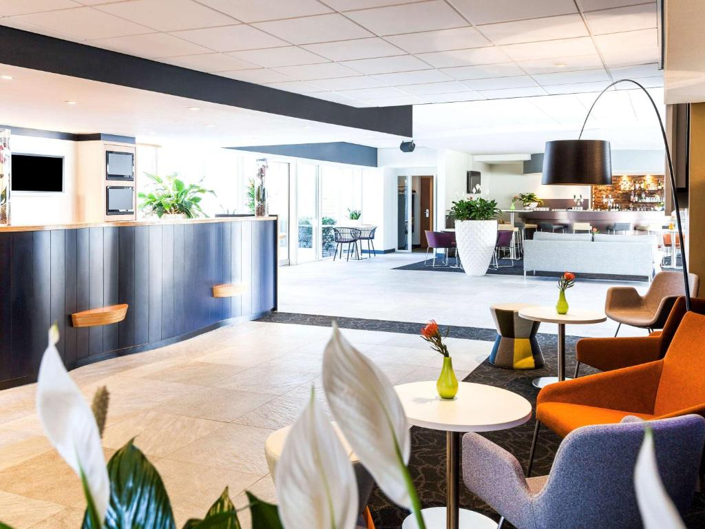 The lounge or bar area at Novotel Breda