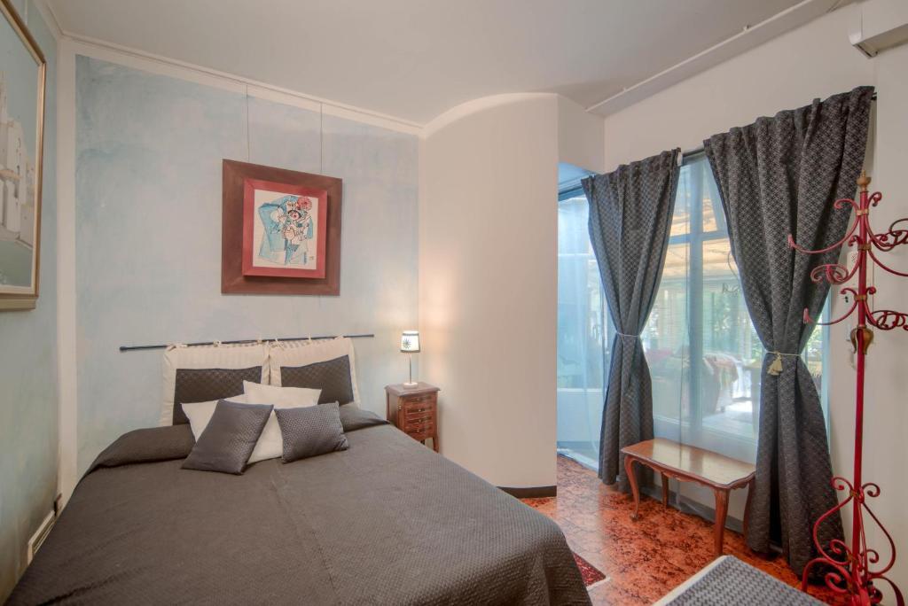 A bed or beds in a room at Villa Azzurra - Genova Resort B&B Accomodations