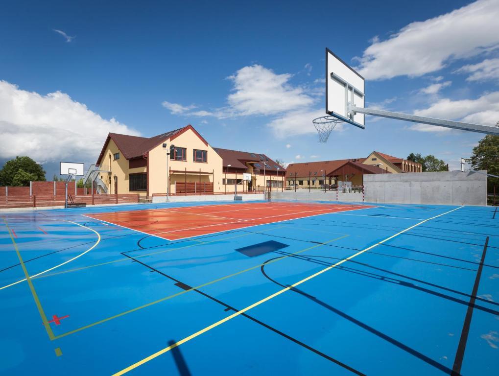 Tenis a/nebo squash v ubytování Sport relax hotel Na kopečku nebo okolí