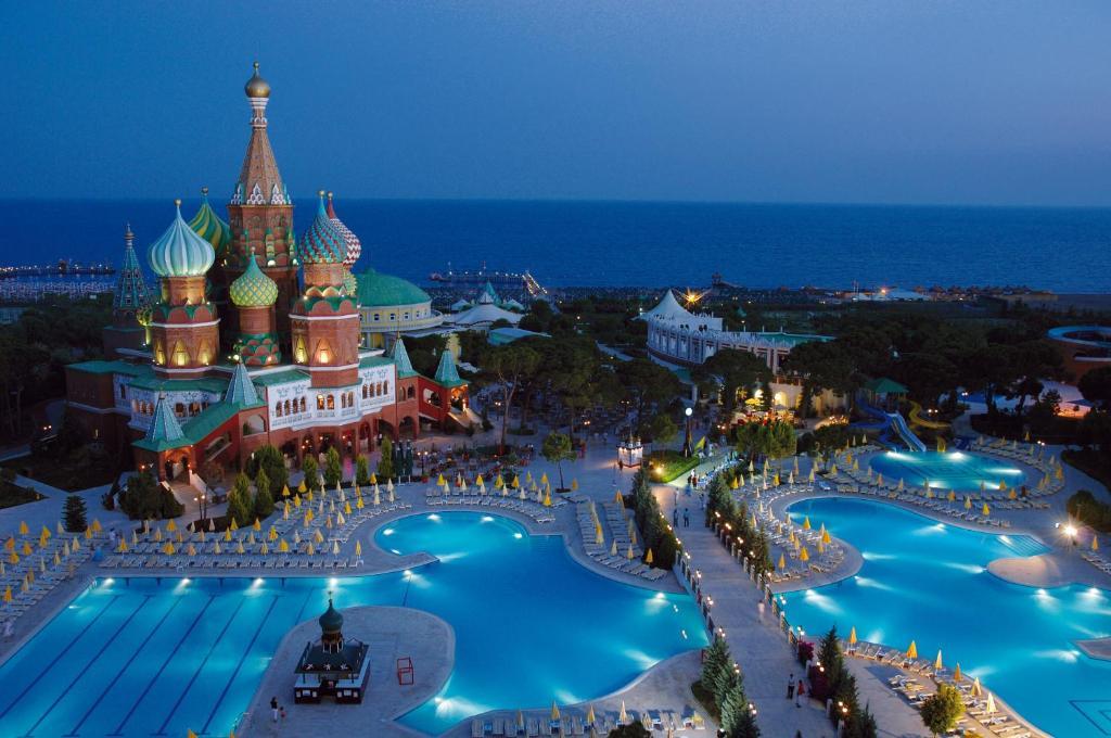 Ein Blick auf den Pool von der Unterkunft Asteria Kremlin Palace oder aus der Nähe