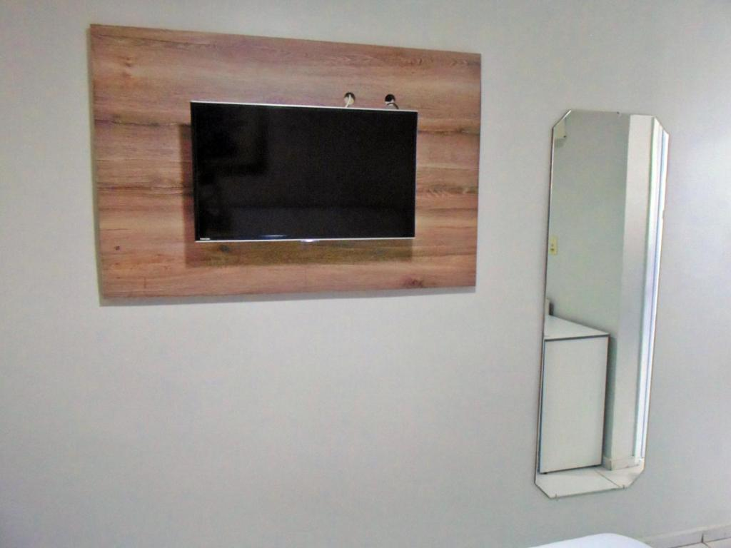 A television and/or entertainment center at Titão Plaza Hotel