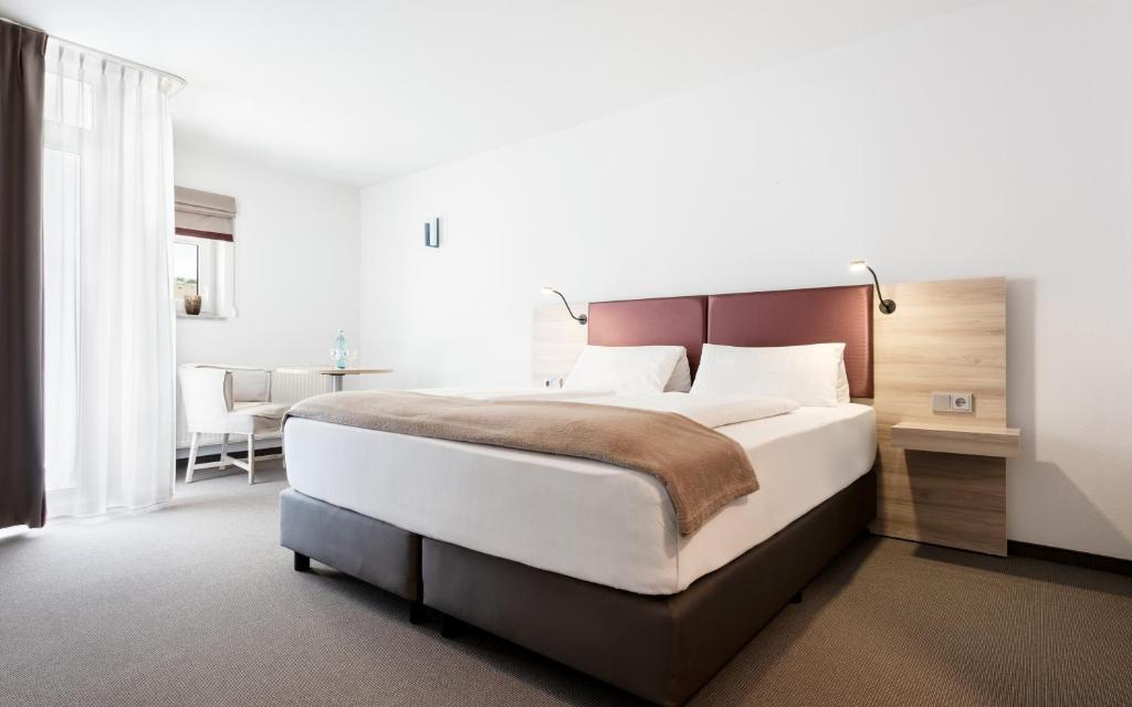 Ein Bett oder Betten in einem Zimmer der Unterkunft Donna Hotel Klosterhof