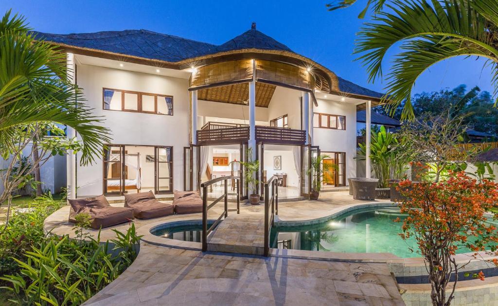 Spacious Villa With Jacuzzi Surga Damai Jimbaran Updated 2021 Prices